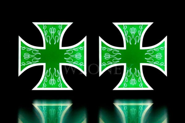 krzyz bialo zielony 3 600x400 - 1 Paar LKW LED Leuchtschilder 24V Kreuz
