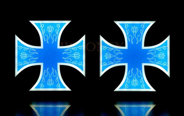 krzyz niebiesko bialy 3 600x378 - 1 Paar LKW LED Leuchtschilder 24V Kreuz