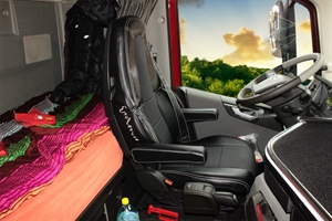 0001127 pokrowce skaj volvo fh 2014 czarny 300 - LKW Sitzbezüge VOLVO FH4 ab 2014 Blau/Schwarz