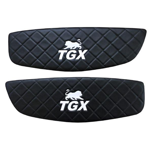 Turverkleidung MAN TGX Schwarz Stickerei Weiss 600x600 - Türverkleidung MAN TGX Links/Rechts Schwarz