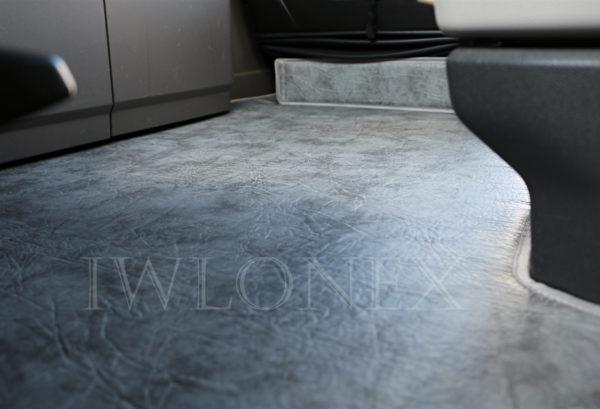 Fussmatten passend fuer SCANIA S interior IWLONEX 2 600x409 - Fußmatte für SCANIA S + Sitzsockelverkleidung - Marmor - deine Farben