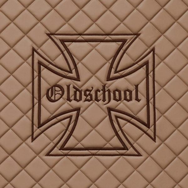 Oldschool Kreuz Stickerei 600x600 - Schranktürverkleidung passend für DAF XF EURO6 SSC - Marmor - deine Farben